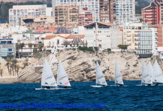 El viento complica el fin de semana para la flota de Vela Ligera en Benidorm