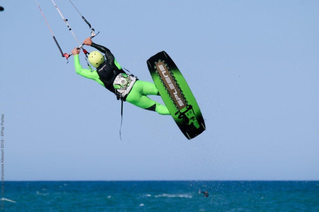 El kite surf se consolida en la Comunitat de la mano de la FVCV