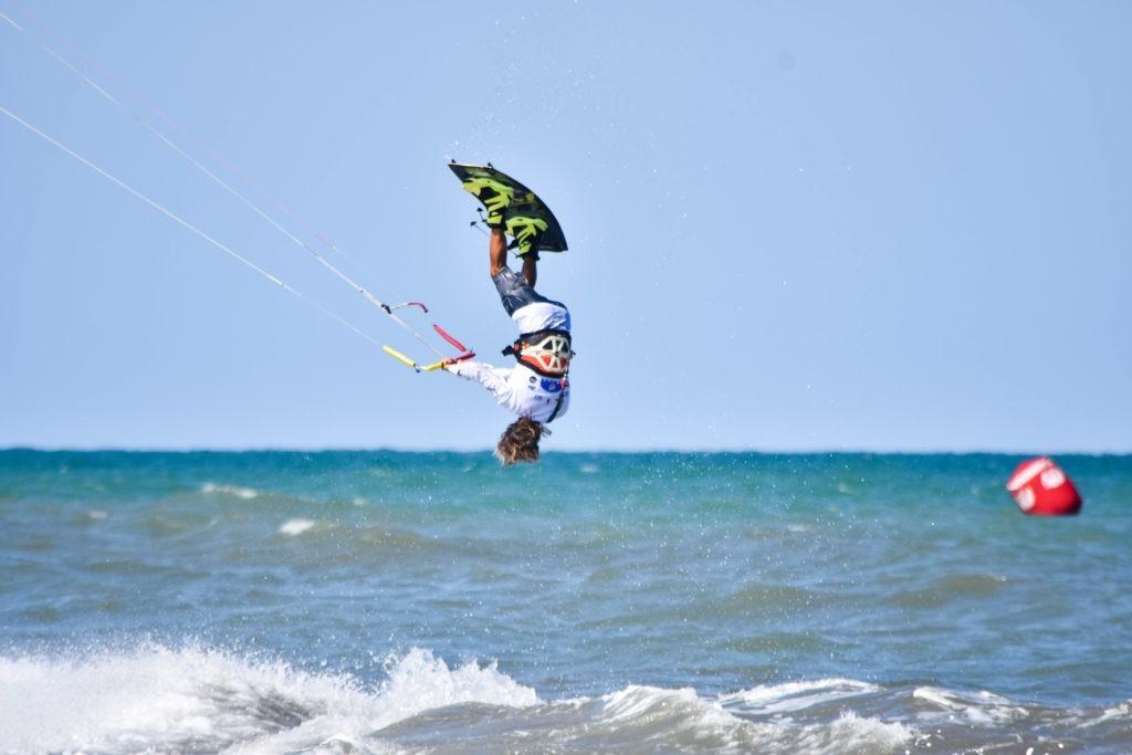 La Spain Kiteboarding League llena la playa de Oliva del espectáculo de los mejores riders internacionales