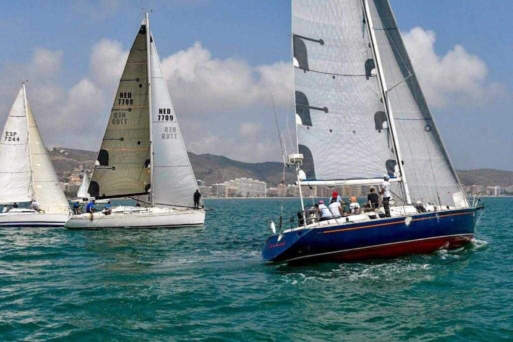 El Peluxo Décimo gana la primera regata de Cullera con bastón offset