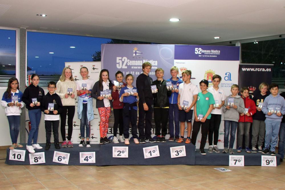 Miguel Campos y Natalia Moreno en A y Pedro Adán y Paloma Moreno en B, vencedores de la Semana Náutica de Alicante