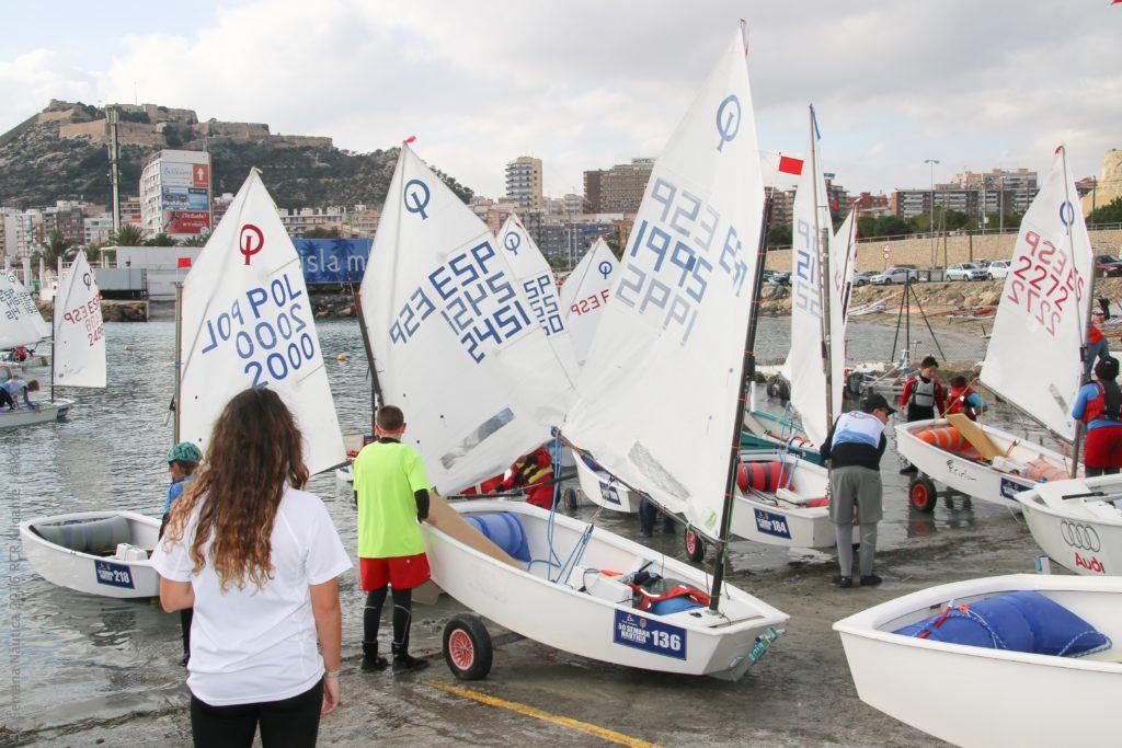 275 Optimist se dan cita en la segunda entrega de la Semana Náutica de Alicante