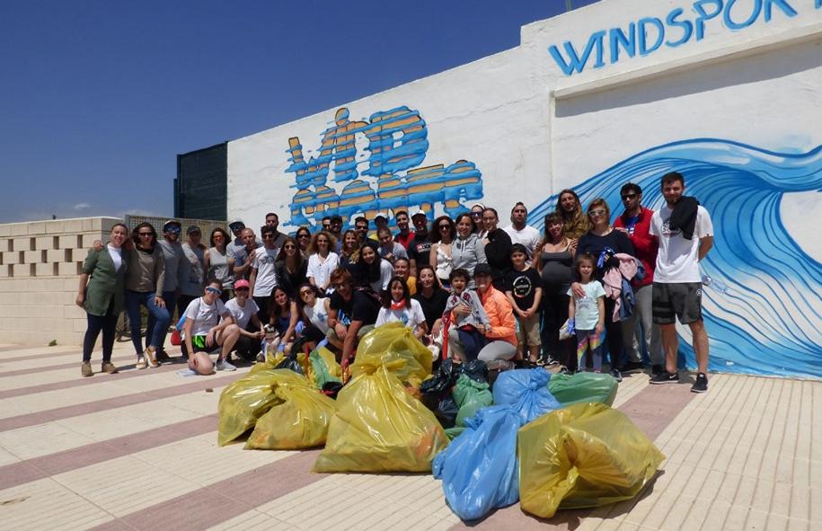 """Más de 3.000 personas participan en el gran fiesta del 1 de mayo bajo el lema: """"El mar nos necesita"""""""