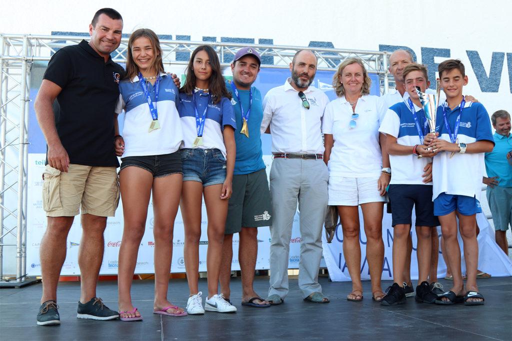 Torrevieja revalida el título Autonómico de Optimist por Equipos en Xàbia