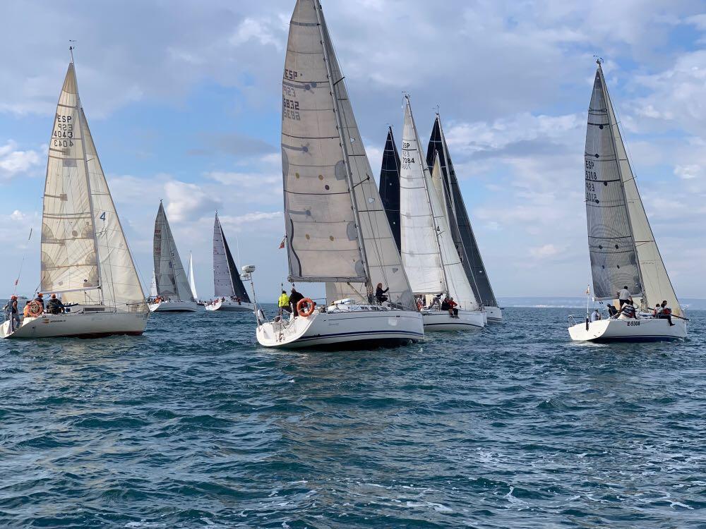 Más de cuarenta embarcaciones se dan cita en el 7º Trofeo MK III – Rafael Morán en Santa Pola