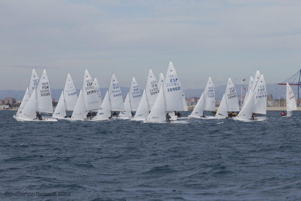 Un centenar de embarcaciones participan en el Trofeo Levante de vela ligera